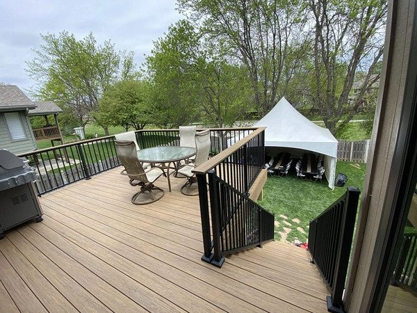 Deck with drink rail